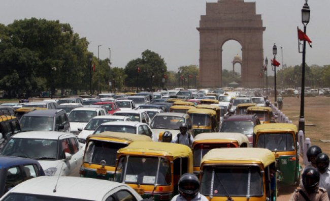 New Delhi : Traffic snarl near India Gate due to traffic diversions in the view of Chinese...