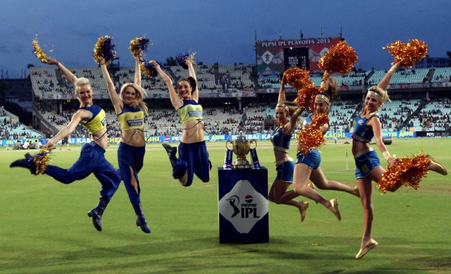 Cheer leaders dance before the start of IPL6 final match in Kolkata on Sunday.PTI Photo