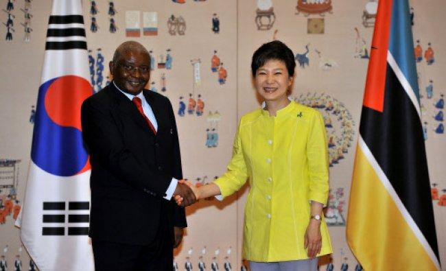 South Korean President Park Geun-Hye (R) shakes hands with Mozambique\'s President Armando Guebuza...