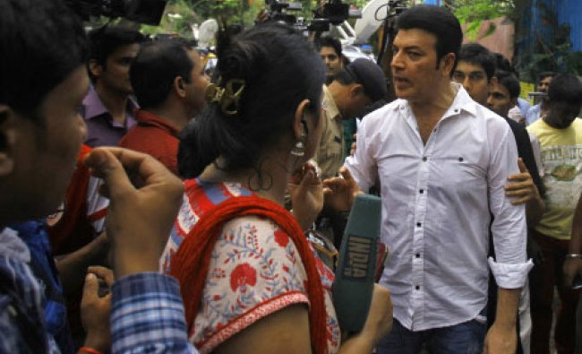 Bollywood actor Aditya Pancholi argues with members of the media during the funeral of Jiah Khan