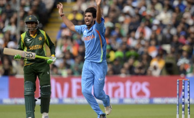 Ishant Sharma (R) appeals and dismisses Pakistan\'s Asad Shafiq (not pictured) during the ICC...