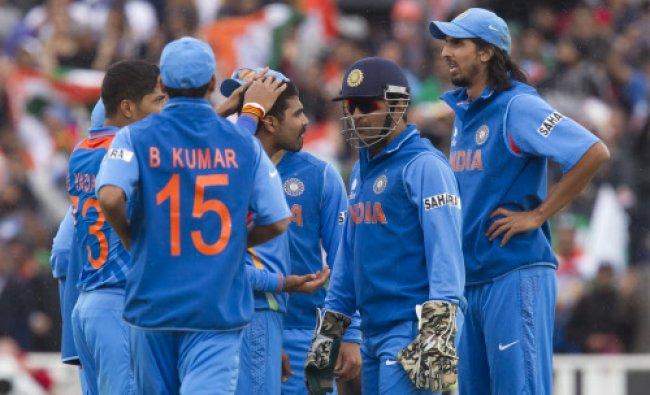 Ravindra Jadejacentre left, celebrates with teammates after bowling Pakistan\'s Misbah-ul-Haq...