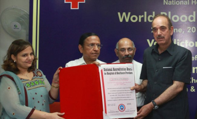 Union Minister of Health & Family Welfare, Ghulam Nabi Azad presenting certificate...