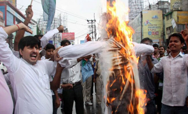 Activists of NSUI burning effigy of controversial self-styled godman Asaram Bapu