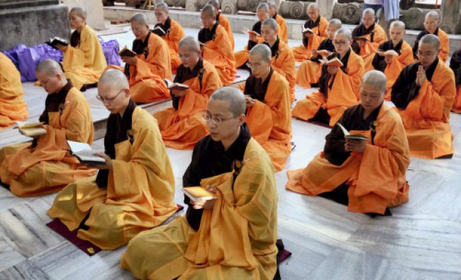 Chinese Buddhist monks offer prayer at Mahabodhi temple