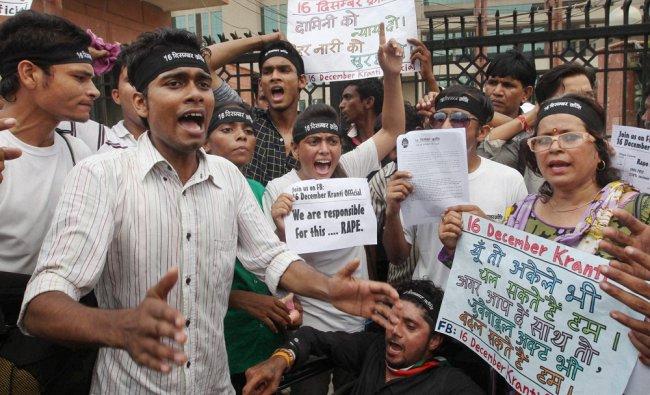 People holding protest outside Saket court demanding death sentence for Delhi rapists ...