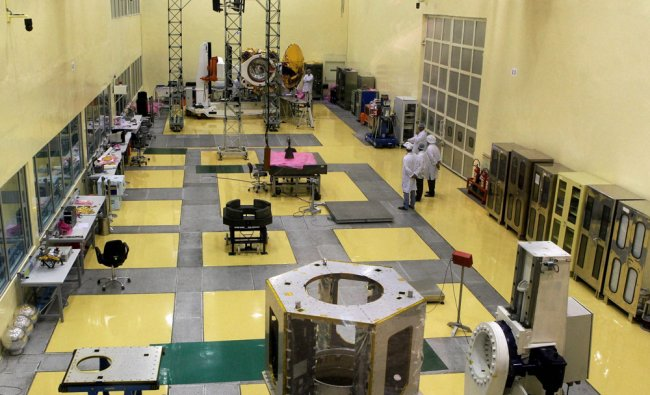 ISRO scientists give final shape to Mars Orbit Satellite at the \'Clean Room\' at ISRO ...