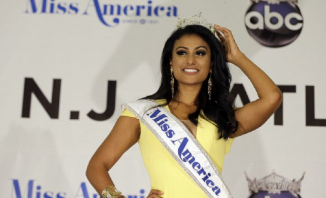 Miss New York Nina Davuluri poses for photographers
