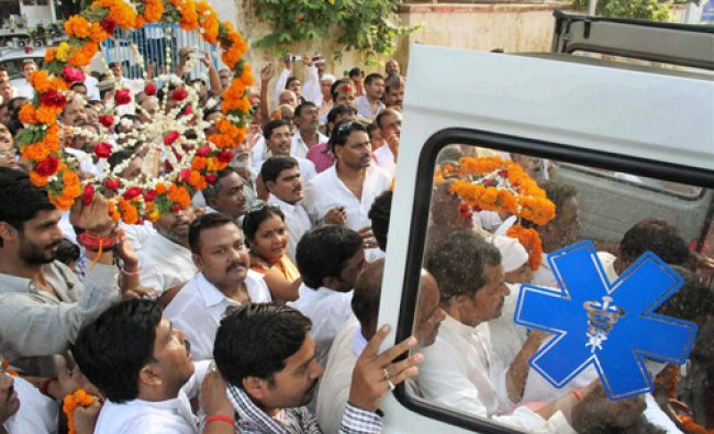 People gather to pay tributes to Samajwadi Party Rajya Sabha MP Mohan Singh after his dead body...