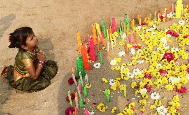 A child paying homage to Tsunami victims on the occasion of 9th Tsunami anniversary at Marina...