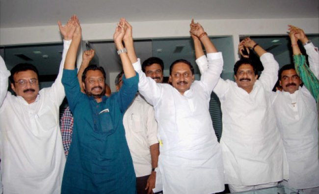 Former Chief Minister N. Kiran Kumar Reddy with supporting Seemandhra leaders at a press...