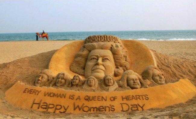 Sand artist Sudarsan Pattnaik creates a sand sculpture of queen Elizabeth II with the message...