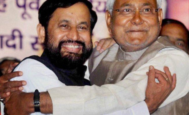 Bihar Chief Minister Nitish Kumar welcomes former Union Minister and Samajwadi Janata Dal...