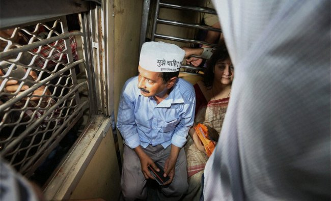 Arvind Kejriwal campaigning for the upcoming LS polls in a local train in Mumbai ...