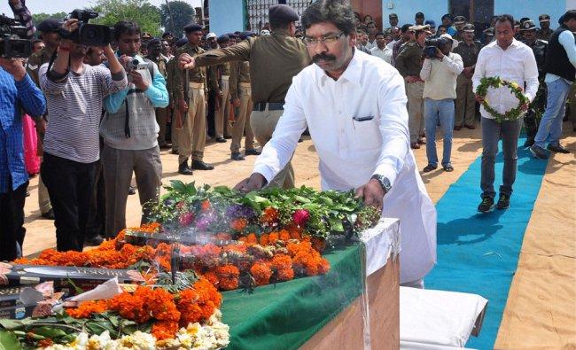 Jharkhand Chief Minister Hemant Soren paying tribute to CRPF HC Pradeep Kumar killed by Maoists ...