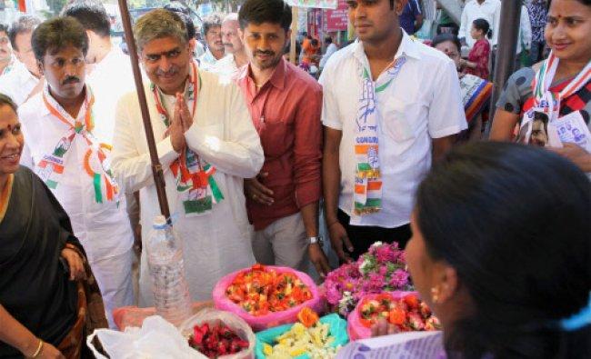 Congress Candidate from Bangalore South, Nandan Nilekani campaigning in Bengaluru...