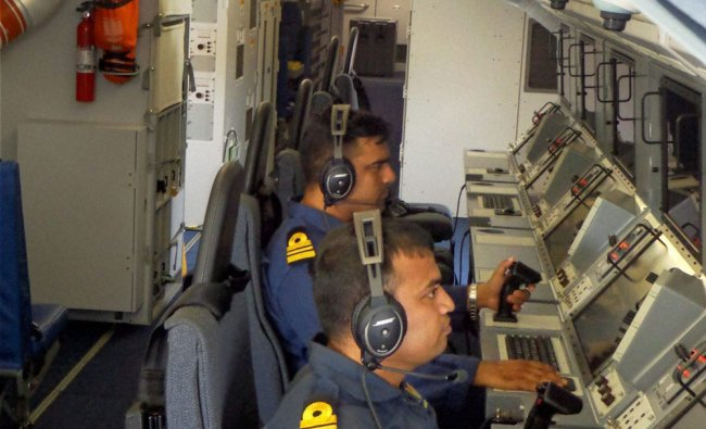 Navy officers in search of the missing Malaysian airliner ...