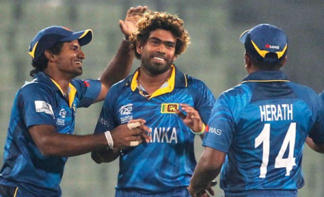 Sri Lanka\'s fielders congratulate Lasith Malinga after Sri Lanka won the warm-up match of ICC...
