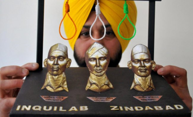 An artist Harwinder Gill displays his new creation paying tribute to martyrs Rajguru...