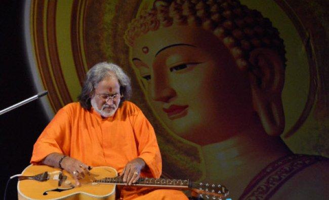 Padam shree Vishwamohan Bhatt performing on \'Mohan veena\' during Bihar Diwas function...