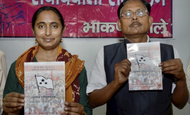 CPI-ML Politburo member Kavita Krishnan and Dhirendra Jha release party manifesto in Patna...