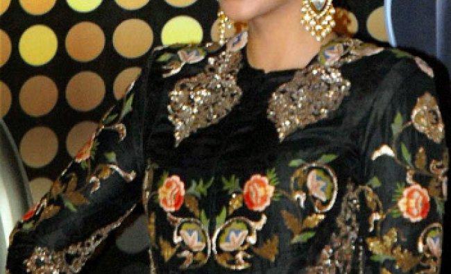 Bollywood actress Sonam Kapoor posing at the Red Carpet of 1st Vivel Filmfare Awards ,in Kolkata...