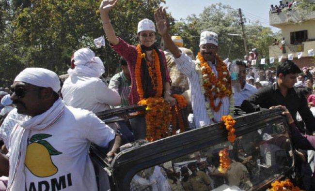 Arvind Kejriwal (R, wearing garlands),leader of the anti-corruption Aam Aadmi (Common Man) ...