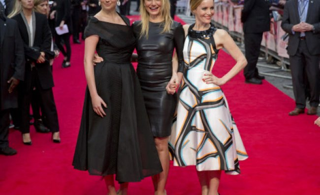 Actress Cameron Diaz (C) poses for photographers with fellow cast members Kate Upton (L) ...