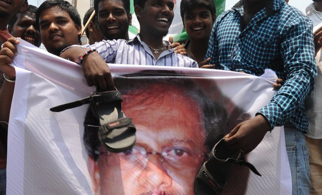 JDS Youth workers protest against G Parameshwara for his controversial speech against Devegowda ...