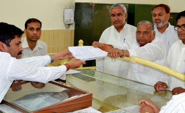 SP Chief Mulayam Singh Yadav files his nomination in Mainpuri ...