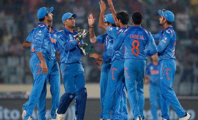 India\'s players celebrate the dismissal of South Africa\'s batsman Quinton de Kock ...