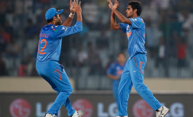 Bhuvneshwar Kumar and Yuvaraj celebrate the dismissal of Quinton de Kock ...