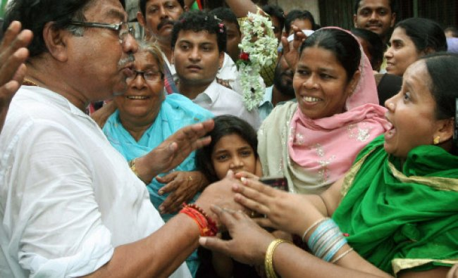 Congress candidate for North Kolkata Constituency Somen Mitra interact with the voters...