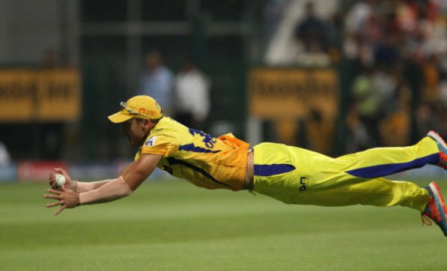 CSK\'s Faf du Plessis takes the catch to dismiss Manoj Tiwary of the Delhi Daredevils...