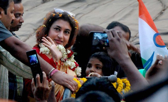 Fans of actress Satapdi Roy, TMC candidate for the coming Lok-Sabha election from Birbhum...