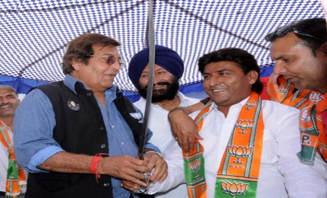 Bollywood Actor & BJP Lok sabha Candidate From Gurdaspur Vinod Khana During election campaign...