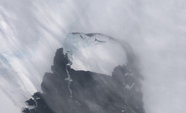 The B-31 Iceberg is seen after separating from a rift in Antarctica\'s Pine Island Glacier ...