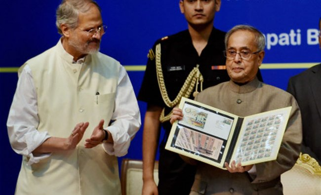 President Pranab Mukherjee with Delhi Lieutenant-Governor, Najeeb Jung releasing a commemorative...