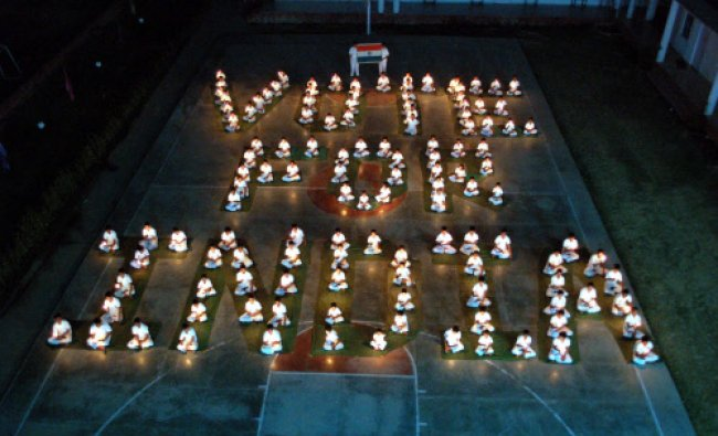 School children make human chain with diyas to create voting awareness in Mirzapur...