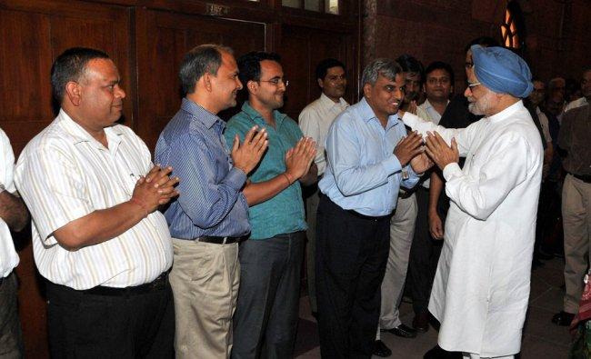 Manmohan Singh bidding farewell to the staff at the PMO in New Delhi ...