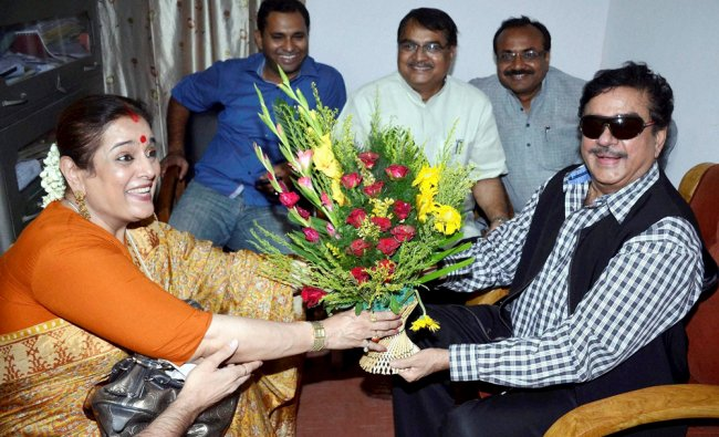 BJP senior leader Shatrughan Sinha receiving a bouquet from his wife Poonam for his victory ...
