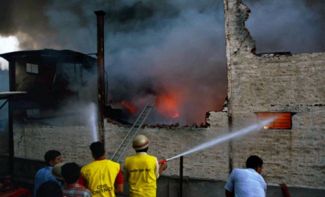 Fire fighter douse fire that major broke out at a electricity factory at Malviya Nagar...