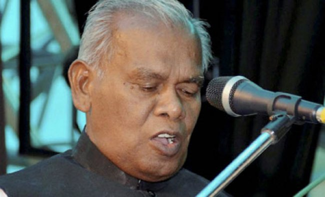 Bihar\'s new Chief Minister Jitan Ram Manjhi takes oath of office and secrecy at Raj Bhawan ...