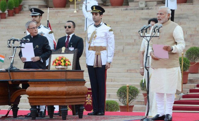 Pranab Mukherjee administers the oath of office to Prime Minister Modi ...