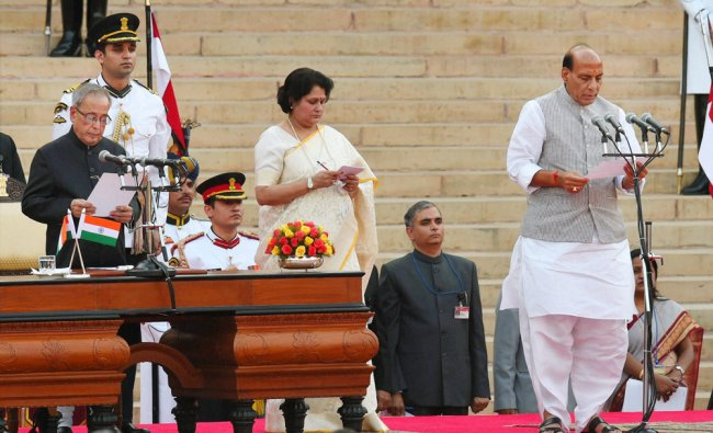 Pranab Mukherjee administers oath to Rajnath Singh as a Cabinet at a ceremony ...