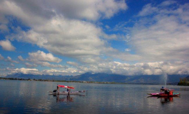 Shikarawallas at Dal Lake in Srinagar...