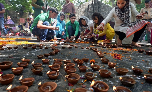 Kashmiri Pandits lighting earthen lamps at the famous Kheer Bhawani temple ...