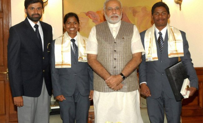 Narendra Modi with teenaged mountaineers Poorna Malavath and Anand Kumar ...