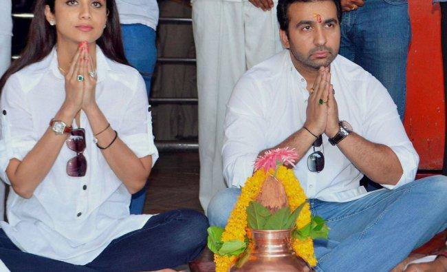 Shilpa Shetty paying obeisance along with her husband Raj Kundra at Shani Shingapur temple ...