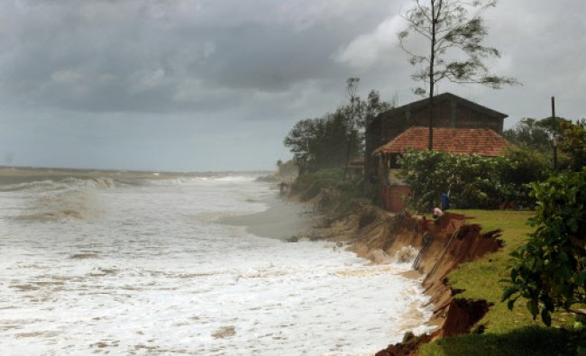 The sand sinks due to sea erosion near Sumar Sand in Ullal on Monday. DH photo
